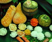 Thai_fruit_carving_10001
